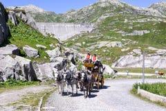 Chariot de cheval sur le passage de St Gotthard, Suisse Photo stock