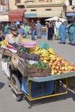 Chariot de fruit images stock