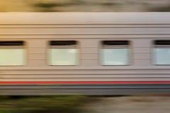 Chariot de passager d'un train à grande vitesse Tache floue de mouvement images stock