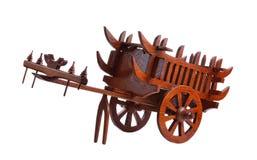Chariot en bois d'isolement sur le fond blanc Photos stock