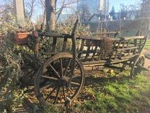 Chariot en bois de foin au centre de Zagreb Photographie stock