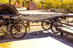 Chariot en bois de vintage à la vieille gare ferroviaire Photo stock