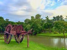 Chariot en bois en parc Photo stock