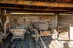 Chariot en bois et d'autres actions dans le musée Photographie stock libre de droits