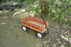 Chariot en bois rouge dans les bois, Boise Greenbelt Images libres de droits