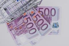 Chariot et euros vides à achats Images stock