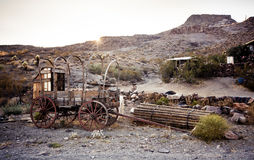 Chariot hippomobile dans le désert de Mojave. Photos stock