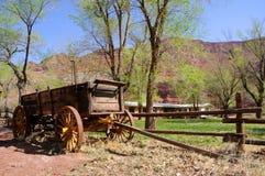 Chariot historique au ranch isolé de Dell images libres de droits
