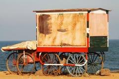 Chariot indien sur la plage photo stock
