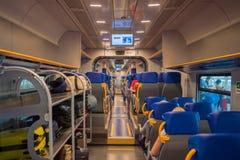 Chariot intérieur de Trenitalia Leonardo Express à Rome - en Italie images stock