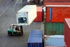 Chariot élévateur de conteneur Photo stock