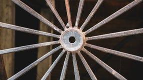 Chariot occidental de roue de fer pour le transport photographie stock libre de droits