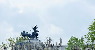 Chariot on the Parliament in Vienna, Austria, the flag in the wind, statue.  stock video