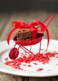 Chariot rouge avec des biscuits de biscuit Photos stock