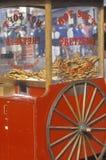 Chariot rouge de pretzel Photographie stock libre de droits