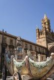 Chariot Santa Rosalie près de la cathédrale sur Palerme, Sicile, Italie Photos stock