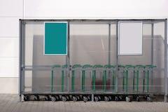 Chariot sous l'abri en plastique Photographie stock libre de droits