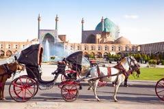 Chariot sur le grand dos de Naqsh-i Jahan, Isphahan, Iran Images libres de droits