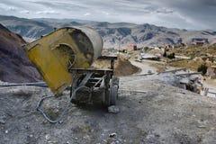 Chariot vide de mine à l'entrée du mien argenté de Cerro Rico, Potosi Image stock