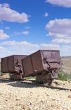 Chariots de minerai d'or et d'argent de deux vintages Photos stock