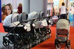 Chariots de poussettes pour des bébés Image libre de droits