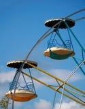 Chariots de roue de Ferris Photo stock