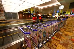Chariots de Singapour au T1 d'aéroport de Changi Photos stock