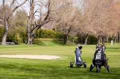 Chariots de traction de golf Photo libre de droits