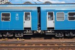 Chariots ferroviaires de Passanger à la station image libre de droits