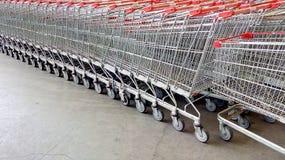 Chariots à supermarché Images libres de droits