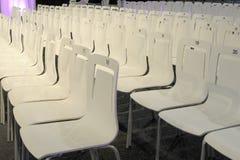 Charis de conférence dans une ligne avec des numéros Photos libres de droits