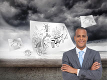 Charismatic young businessman with arms crossed Royalty Free Stock Photos