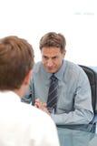 Charismatische manager tijdens een gesprek Royalty-vrije Stock Afbeeldingen