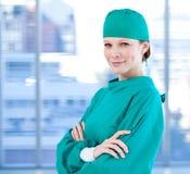 Charismatische vrouwelijke chirurg Stock Afbeelding
