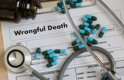 Charla del doctor de la muerte por negligencia y trabajo médico paciente en el offi imagen de archivo