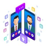 Charla móvil isométrica del mensajero, conversación en línea con el mensaje que manda un SMS Ilustración del vector Imagen de archivo