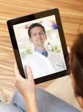 Charla video con el doctor Foto de archivo