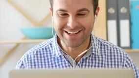 Charla video en el webcam del ordenador portátil, Front View Imagenes de archivo