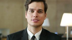 Charla video en línea, Skype del hombre de negocios, opinión de la leva del web