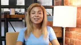 Charla video, opinión del webcam la mujer negra, Skype almacen de metraje de vídeo