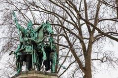 Charlemagne en Zijn die Wachtenmonument naast Notre Dame Cathedral wordt gesitueerd royalty-vrije stock foto's