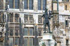 Charlemagne Statue in Akwizgran-stadscentrum royalty-vrije stock foto's