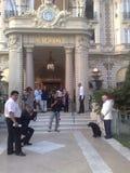 Charles Aznavour i pies Zdjęcia Royalty Free