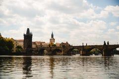 Charles-Brücke auf der Moldau in Prag, Tschechische Republik lizenzfreie stockbilder