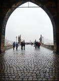 Charles-Brücke - mittelalterliche Brücke in Prag über dem Fluss die Moldau NOVEMBER: Charles-Brücke - mittelalterliche Brücke in  Lizenzfreies Stockbild