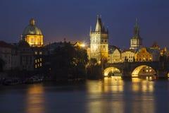 Charles-Brücke nachts Stockfotografie
