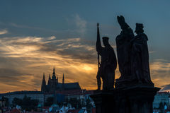 Charles-Brücke in Prag nachts Lizenzfreies Stockfoto