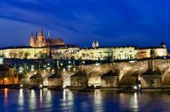 Charles-Brücke nachts Lizenzfreies Stockbild