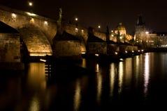 charles bridżowa noc Prague Obrazy Royalty Free