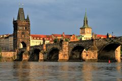 Charles Bridge au coucher du soleil, Prague Photo stock